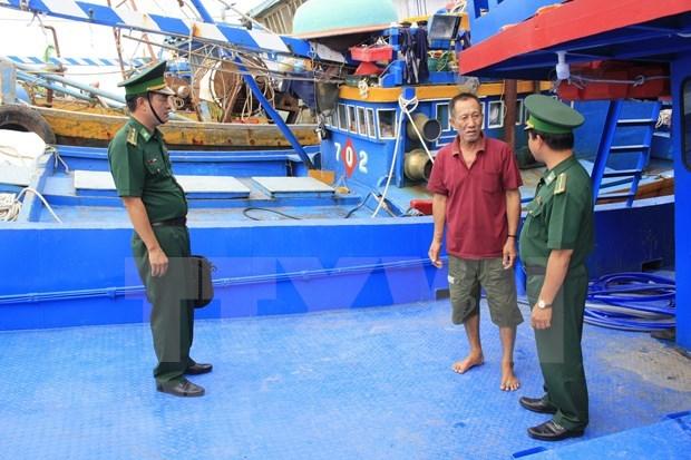 Provincia vietnamita supervisa instalacion de equipos de monitoreo en barcos pequeros hinh anh 1