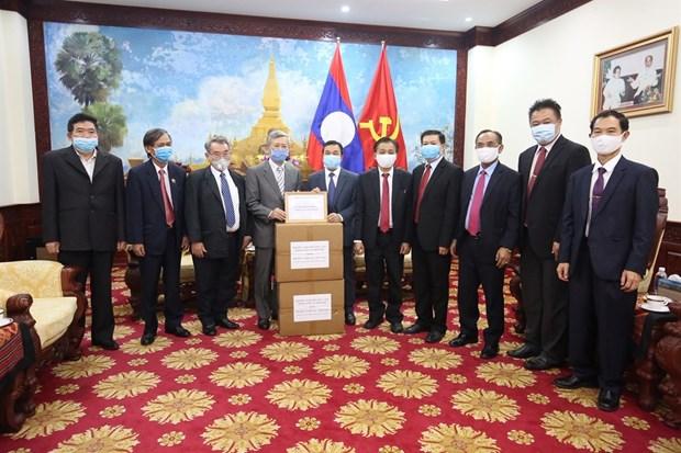 Vietnam presenta suministros medicos al pueblo de Laos hinh anh 1