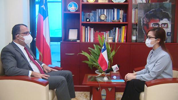 Elogia embajador chileno experiencias de Vietnam en control del COVID-19 hinh anh 1