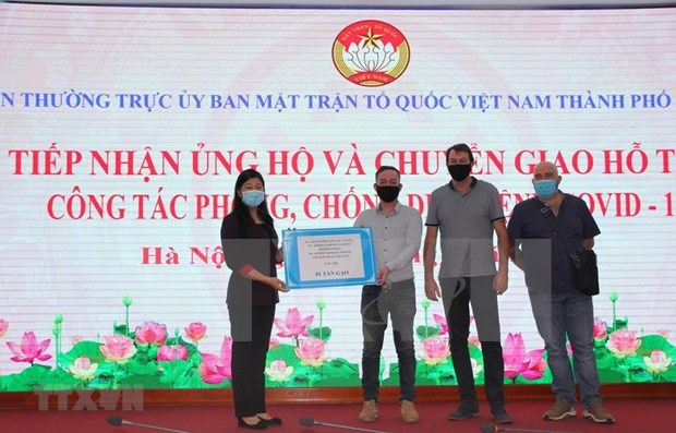 Donan 4,3 millones de dolares para ayudar esfuerzos antipandemicos de Hanoi hinh anh 1