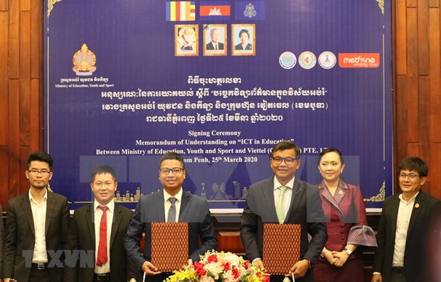 Empresa vietnamita Metfone se asocia con Camboya en lucha antiepidemica hinh anh 1