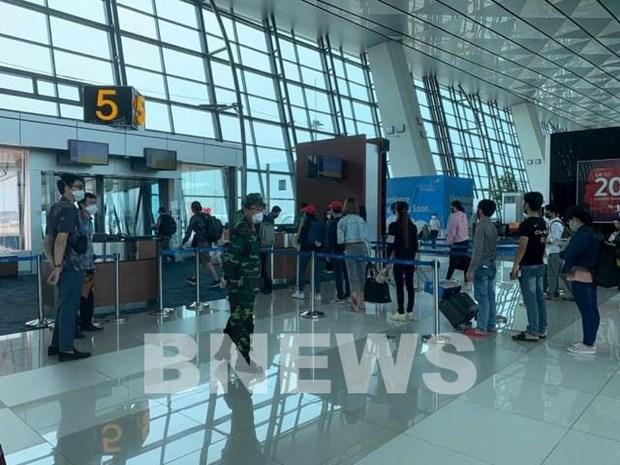 Repatrian a mas de 100 ciudadanos vietnamitas de Indonesia a causa del COVID-19 hinh anh 1
