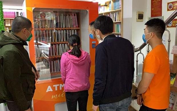"""Acoge Hanoi al primer """"cajero automatico"""" de libros hinh anh 1"""