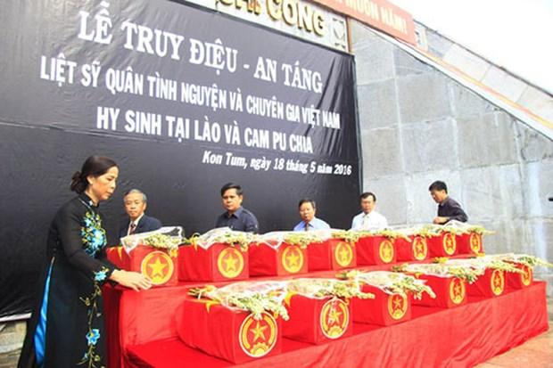 Entierran restos de combatientes vietnamitas caidos en Laos y Camboya hinh anh 1
