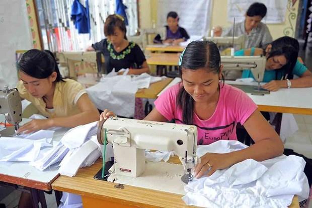 Cierran 130 fabricas textiles de Camboya debido a pedidos cancelados hinh anh 1