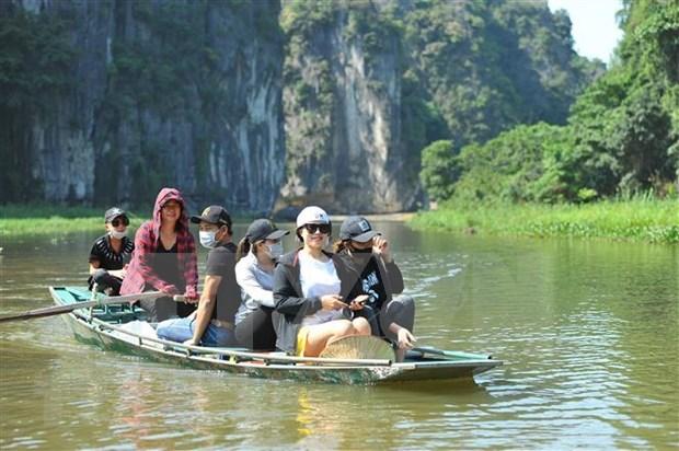 Sitios turisticos vietnamitas garantizan medidas preventivas contra epidemia al ser reabiertos hinh anh 1