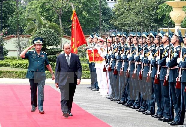 Visita premier de Vietnam a Fuerza de Defensa Aerea-Antiaerea hinh anh 1
