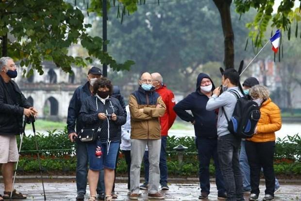 Cae el numero de turistas extranjeros a Vietnam en primeros cuatro meses hinh anh 1
