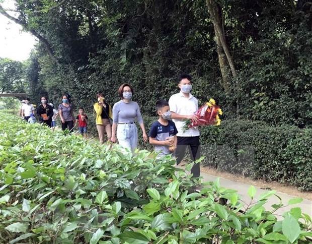 Miles de vietnamitas rinden tributo al Presidente Ho Chi Minh en provincia de Nghe An hinh anh 1