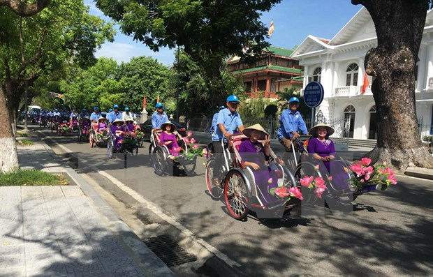 Miles de turistas en Vietnam llegaron a Thua Thien Hue durante dias feriados hinh anh 1
