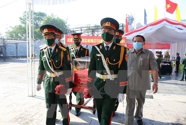 Entierran restos de combatientes vietnamitas caidos en Laos hinh anh 1
