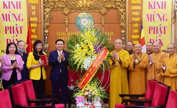 Felicitan dirigentes de Hanoi a Sangha Budista de Vietnam por el Dia de Vesak hinh anh 1