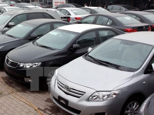 Vietnam: Caen las importaciones de automoviles en abril hinh anh 1