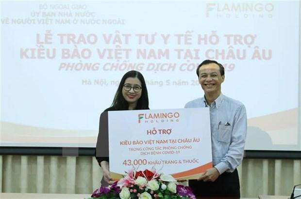 Apoyan a vietnamitas residentes en Europa para hacer frente al COVID-19 hinh anh 1