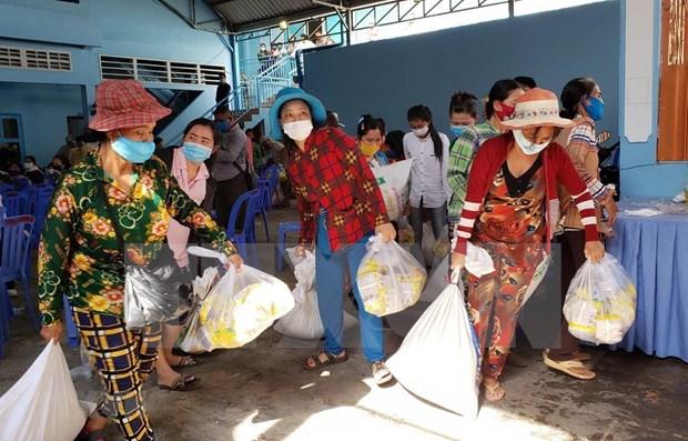 Amplian apoyo a vietnamitas residentes en Camboya ante impactos del COVID-19 hinh anh 1