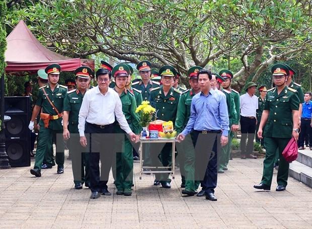 Celebra Vietnam acto de entierro de martires caidos por defensa de frontera nacional hinh anh 1