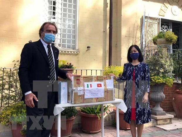 Vietnam une manos con Italia en lucha contra el COVID-19 hinh anh 1