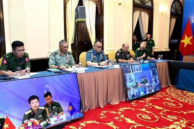 ASEAN intensifica la cooperacion en defensa para responder a la epidemia hinh anh 1