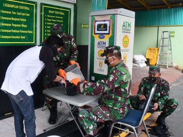 """Indonesia promueve los """"cajeros automaticos"""" de arroz en ayuda a pobladores de menos recursos hinh anh 1"""