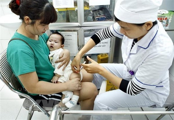 Hanoi reanuda programa ampliado de inmunizaciones hinh anh 1