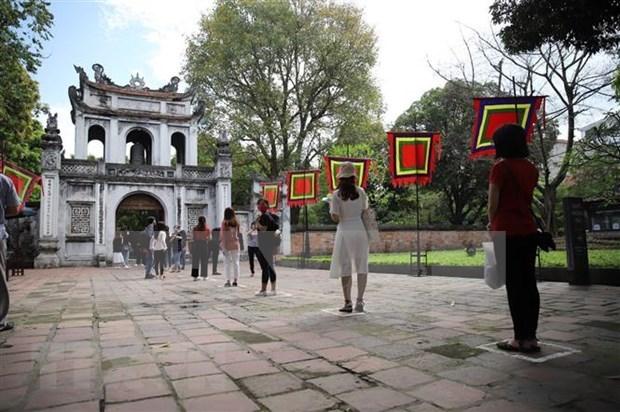 Sitios turisticos de Hanoi reabren sus puertas hinh anh 1