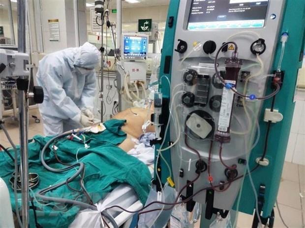 Decenas de personas se ofrecen para ayudar a paciente britanico grave con COVID-19 en Vietnam hinh anh 1