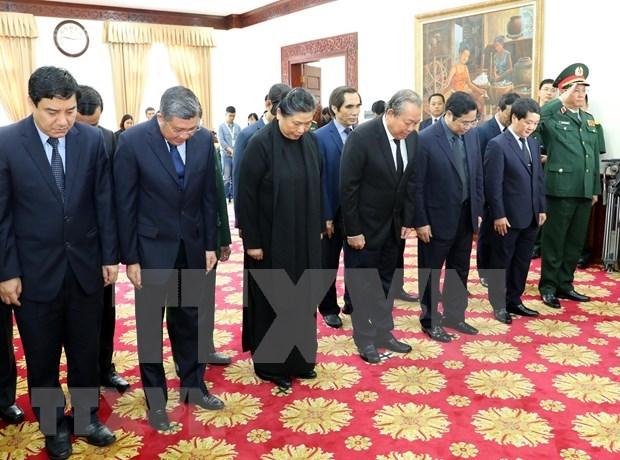 Rinde delegacion de alto nivel de Vietnam homenaje postumo a expremier de Laos hinh anh 1