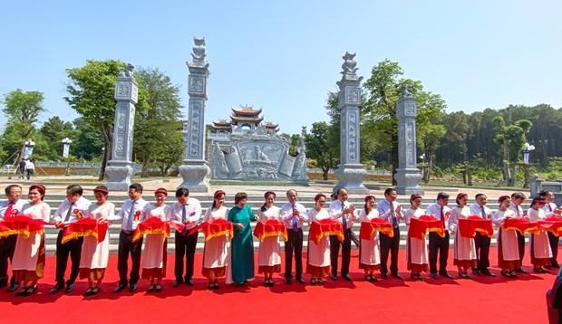 Inauguran un templo dedicado a los antepasados del Presidente Ho Chi Minh hinh anh 1