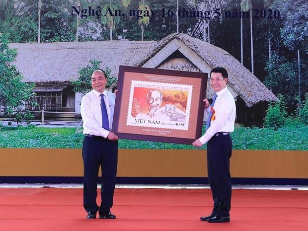 Lanzan en Vietnam coleccion de estampillas sobre Tio Ho hinh anh 1