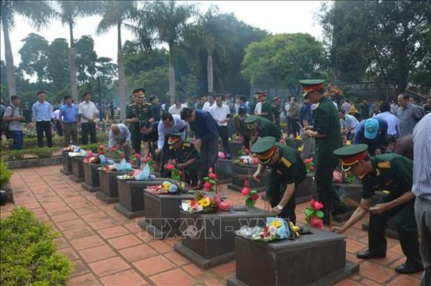 Repatrian restos de 16 combatientes voluntarios vietnamitas caidos en Camboya hinh anh 1