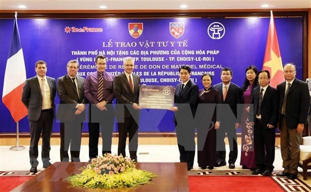 Hanoi presenta suministros medicos a localidades francesas hinh anh 1