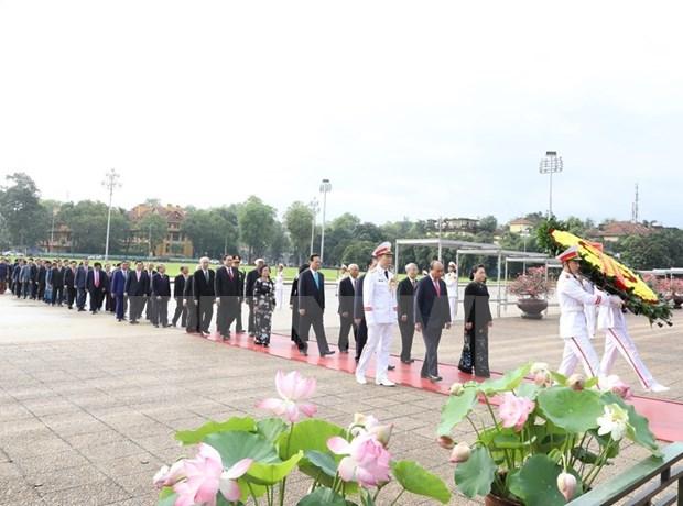 Rinden homenaje al Presidente Ho Chi Minh en ocasion del 130 aniversario de su natalicio hinh anh 1