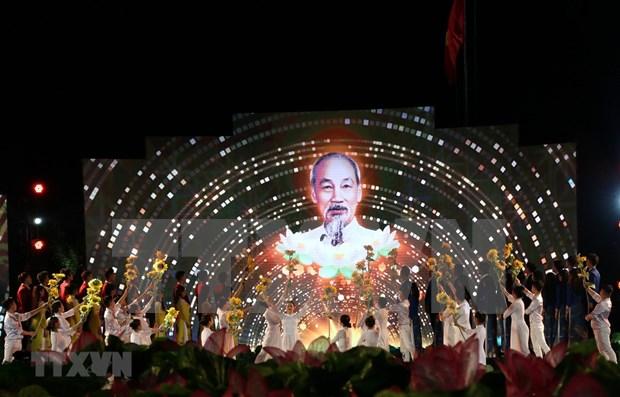 Puente televisivo realza la vida del Presidente Ho Chi Minh hinh anh 1