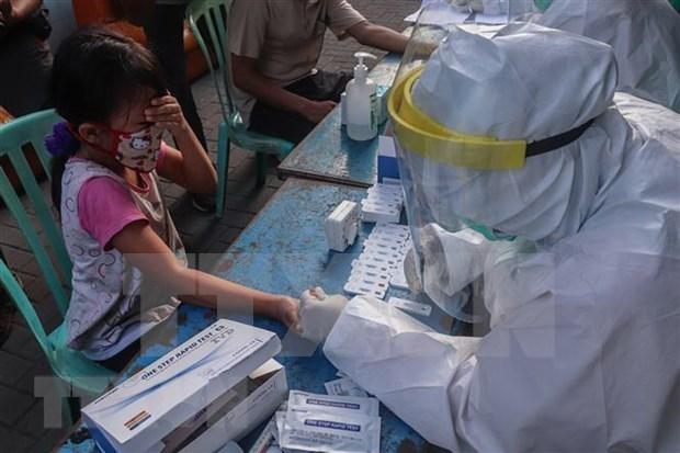 Indonesia y Filipinas reportan cientos de nuevos casos de COVID-19 hinh anh 1
