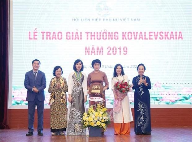 Entregan premio Kovalevskaya 2019 a sobresalientes mujeres cientificas de Vietnam hinh anh 1