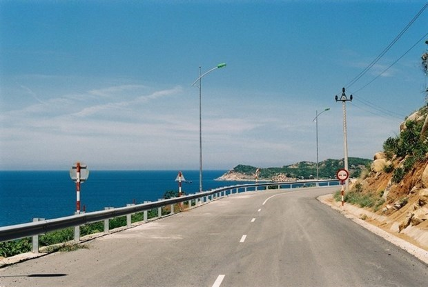 Construira caminos costeros en provincia centrovietnamita hinh anh 1