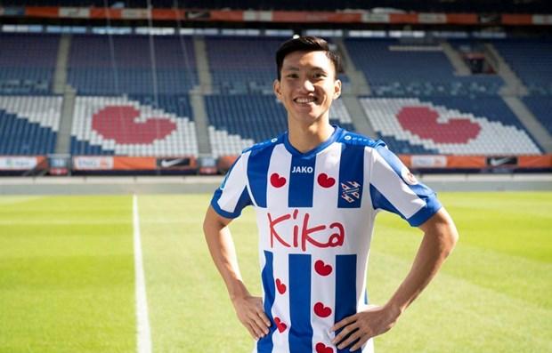 Futbolista vietnamita entre los defensores mas destacados de Asia hinh anh 1