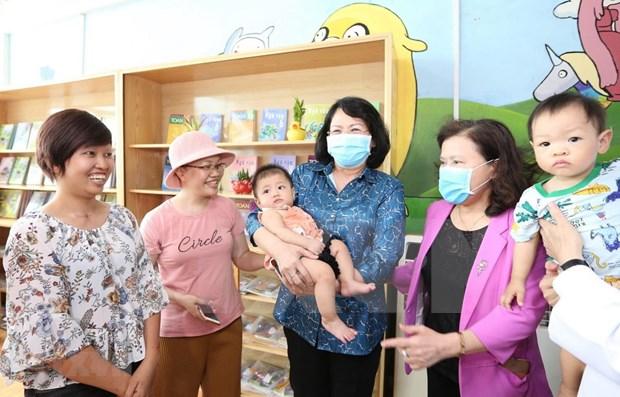 Vicepresidenta de Vietnam visita a ninos con cancer en Hospital K hinh anh 1