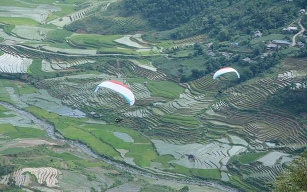 Turismo en provincia vietnamita se reanima con festival de parapente hinh anh 1