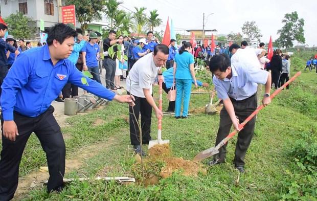 Juventud de Hanoi responde activamente a iniciativa del Domingo Verde hinh anh 1