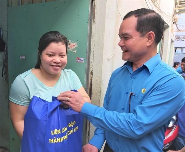 Apoyan a trabajadores afectados por el COVID-19 en Ciudad Ho Chi Minh hinh anh 1