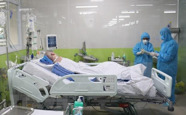 Los pulmones del paciente mas critico de COVID-19 en Vietnam se recuperan en un 50 por ciento hinh anh 1