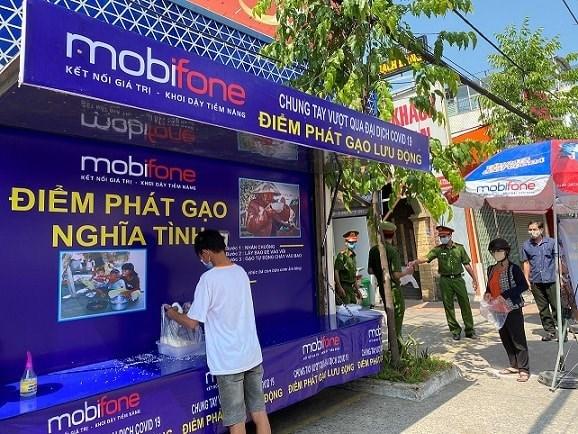 Distribuyen arroz gratis a los necesitados en Ciudad Ho Chi Minh hinh anh 1