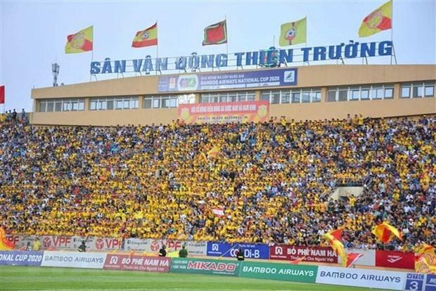Reuters destaca el reinicio de liga de futbol en Vietnam con multitudes hinh anh 1
