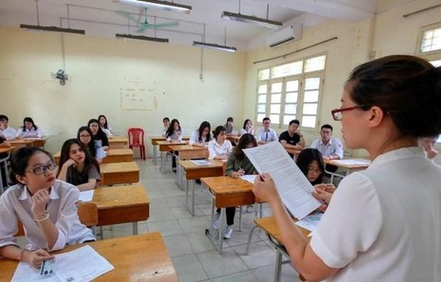 Estudiantes secundarios vietnamitas participaran en examenes de graduacion en agosto hinh anh 1