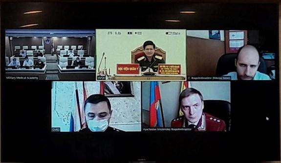 Medicos militares de Vietnam y Rusia intercambian experiencias en prevencion y control del COVID-19 hinh anh 1