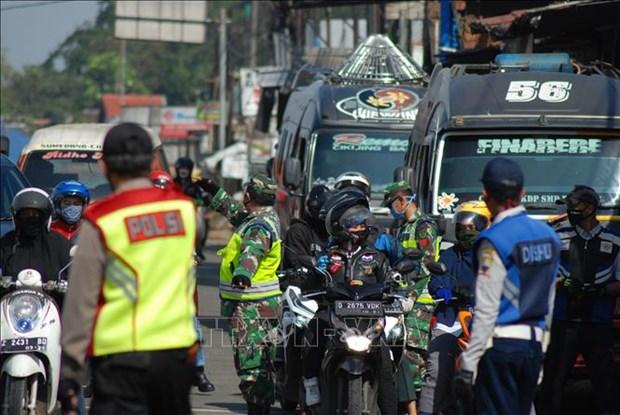 Indonesia levanta restricciones en transporte de pasajeros hinh anh 1