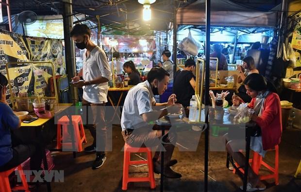 Tailandia considera levantar el toque de queda nocturno hinh anh 1