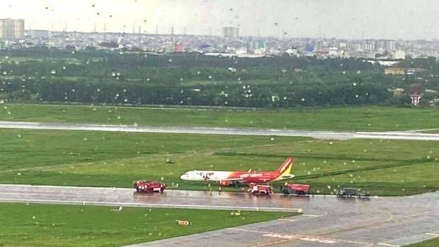 Aeropuerto de Tan Son Nhat reabre pista de aterrizaje tras incidente de avion de Vietjet Air hinh anh 1