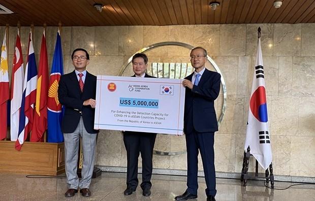 Corea del Sur respalda a la ASEAN para mejorar la capacidad de deteccion del COVID-19 hinh anh 1